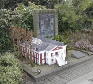 Monument voor Maduro in Madurodam: zijn geboortehuis te Willemstad