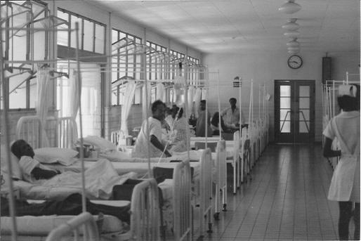 Ziekenzaal in het Sint Elisabethhospitaal, begin jaren zeventig vorige eeuw.