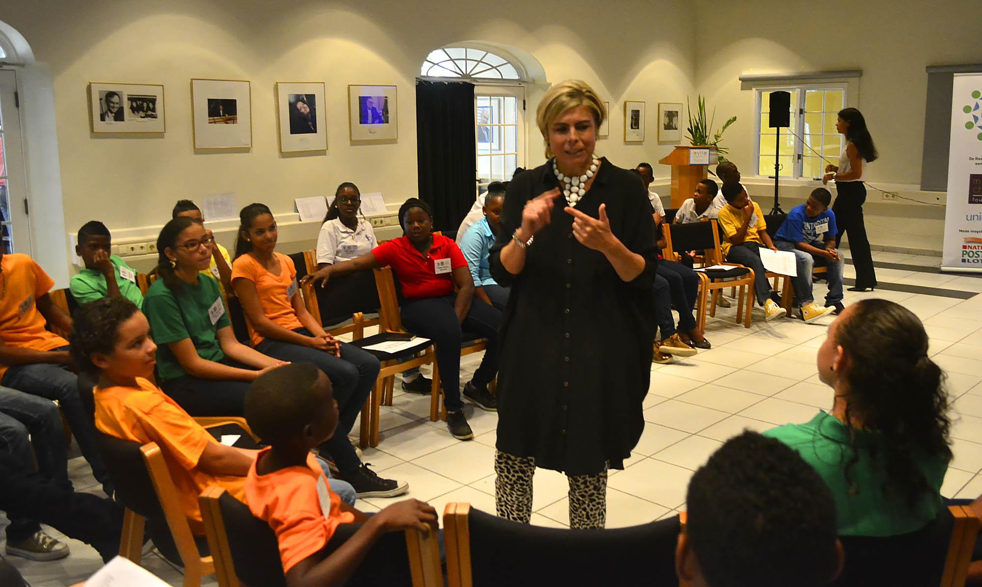 Prinses Laurentien in gesprek met de Raad van Kinderen