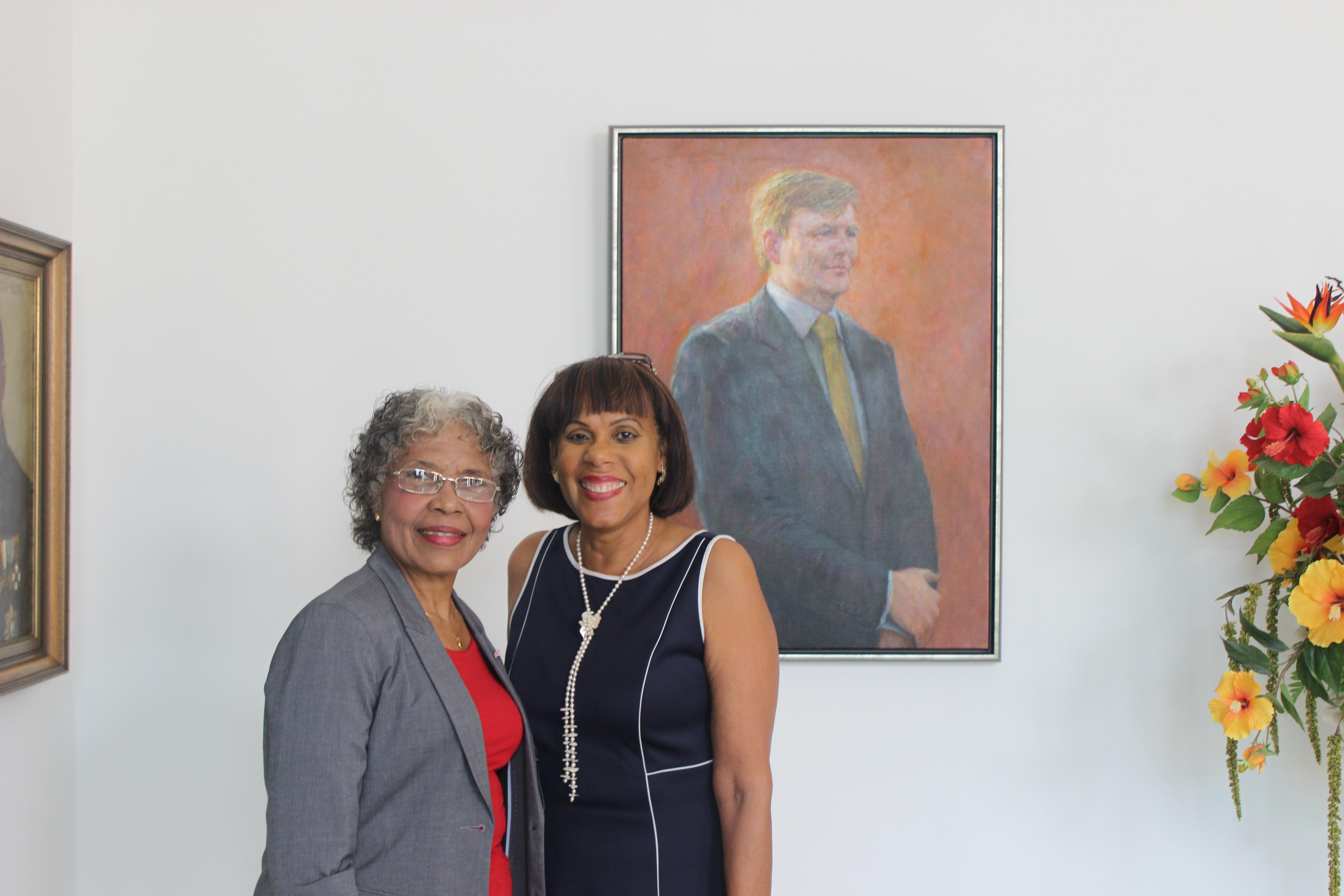 Mw Alba Martijn nam als Ombudsman op 30 juni op Fort Amsterdam afscheid van de Gouverneur van Curaçao, mw Lucille George-Wout