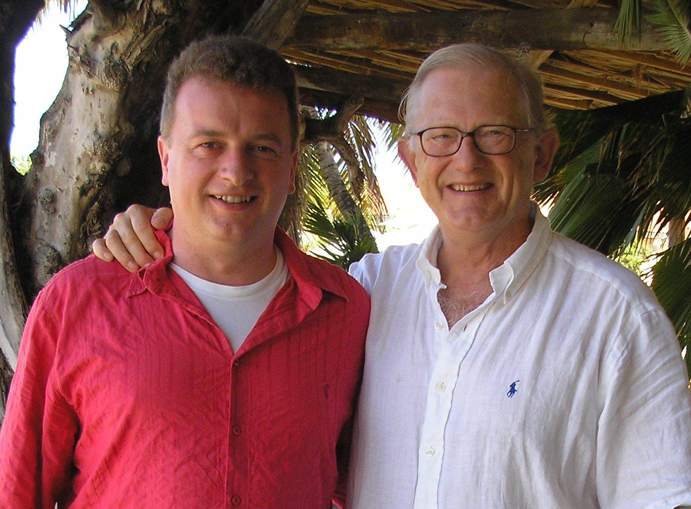 Voorzitter en secretaris op Curaçao.