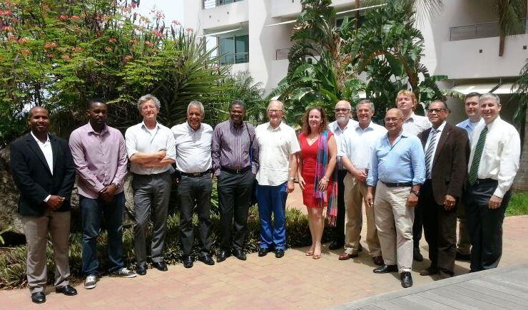 De DCHP-leden tijdens de oprichtingsbijeenkomst in Willemstad samen met prof. mr. Pieter van Vollenhoven, de gezaghebber van Saba en de directeur van het NRF.