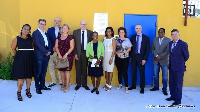 Ook staatssecretaris Teeven was onder de indruk van het Miss Lalie Center en de samenwerking tussen Sint Maarten en Nederland.